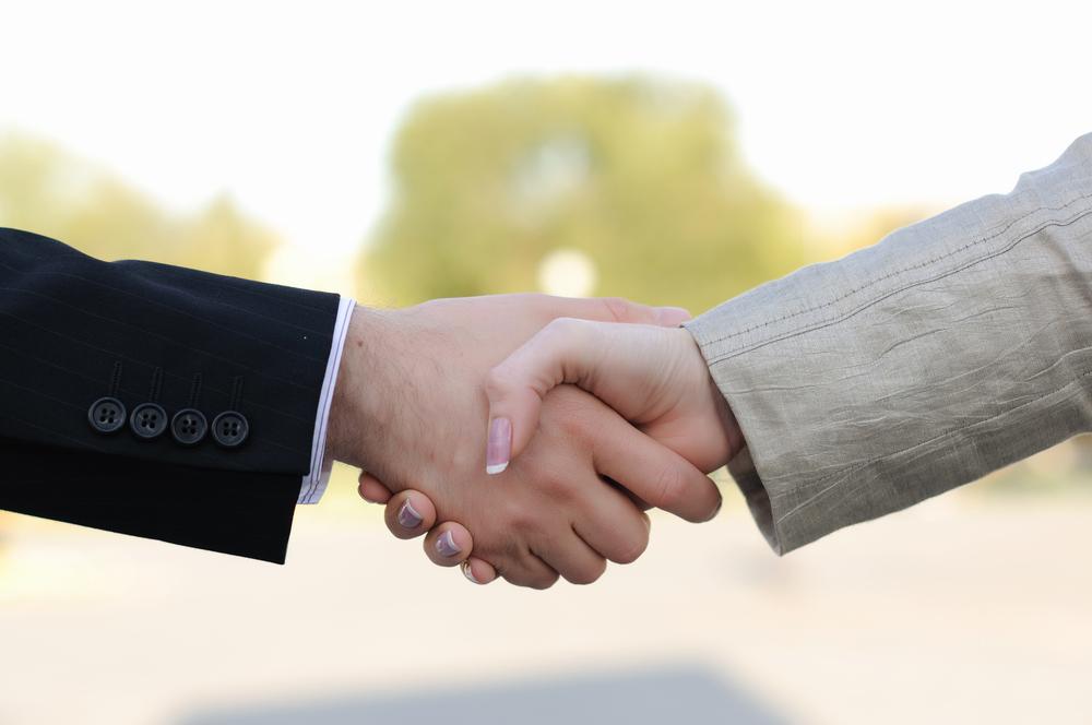 פתיחת תיק גירושין. (Shutterstock) צילום: Sergey Nivens