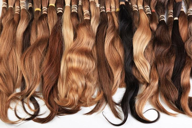 המרכז הארצי לייצור פאות של ציפי בנאי מגשימים את החלום לשיער שופע ומלא. צילום MstudioG,Shutterstok