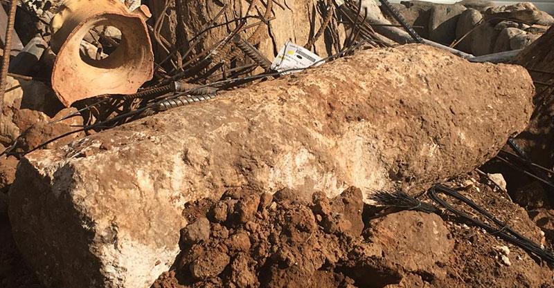 """חוליית עמוד שנתגלתה בחפירות התמ""""א 38 לאחרונה. צילום באדיבות עיריית כפר סבא"""