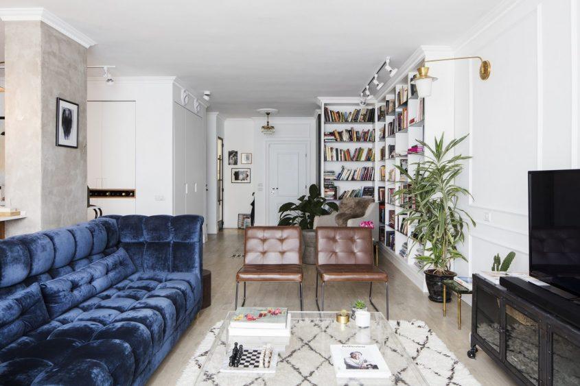 סלון דירה בסגנון צרפתי. צילום אביעד בר נס