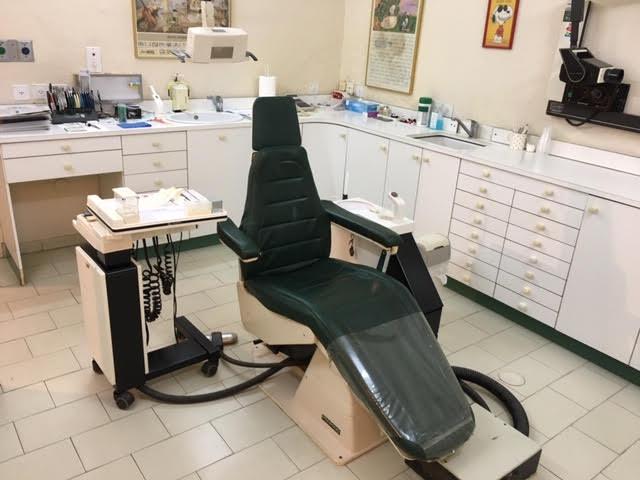 """מרפאה אורתודנטית של ד""""ר גוז: טיפולי יישור שיניים בטכנולוגיות ומכשור מתקדם. צילום עצמי"""