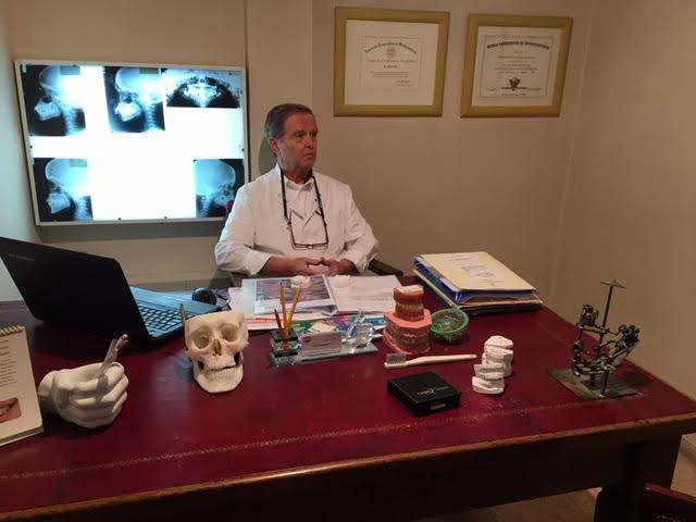 """ד""""ר מיכאל גוז. צילום עצמי"""