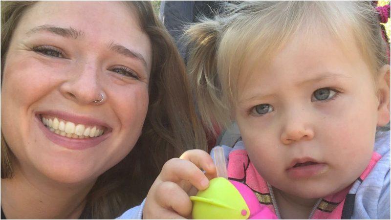 הסטודנטית סאלי הלפרין וליה בת השנה וחצי. צילום פרטי