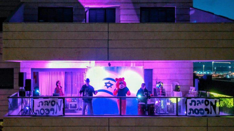 מסיבת מרפסות בכפר סבא הירוקה בניצוחו של דורון אלפסי. צילום אורן אלון אורן אלון earthbyoren.com