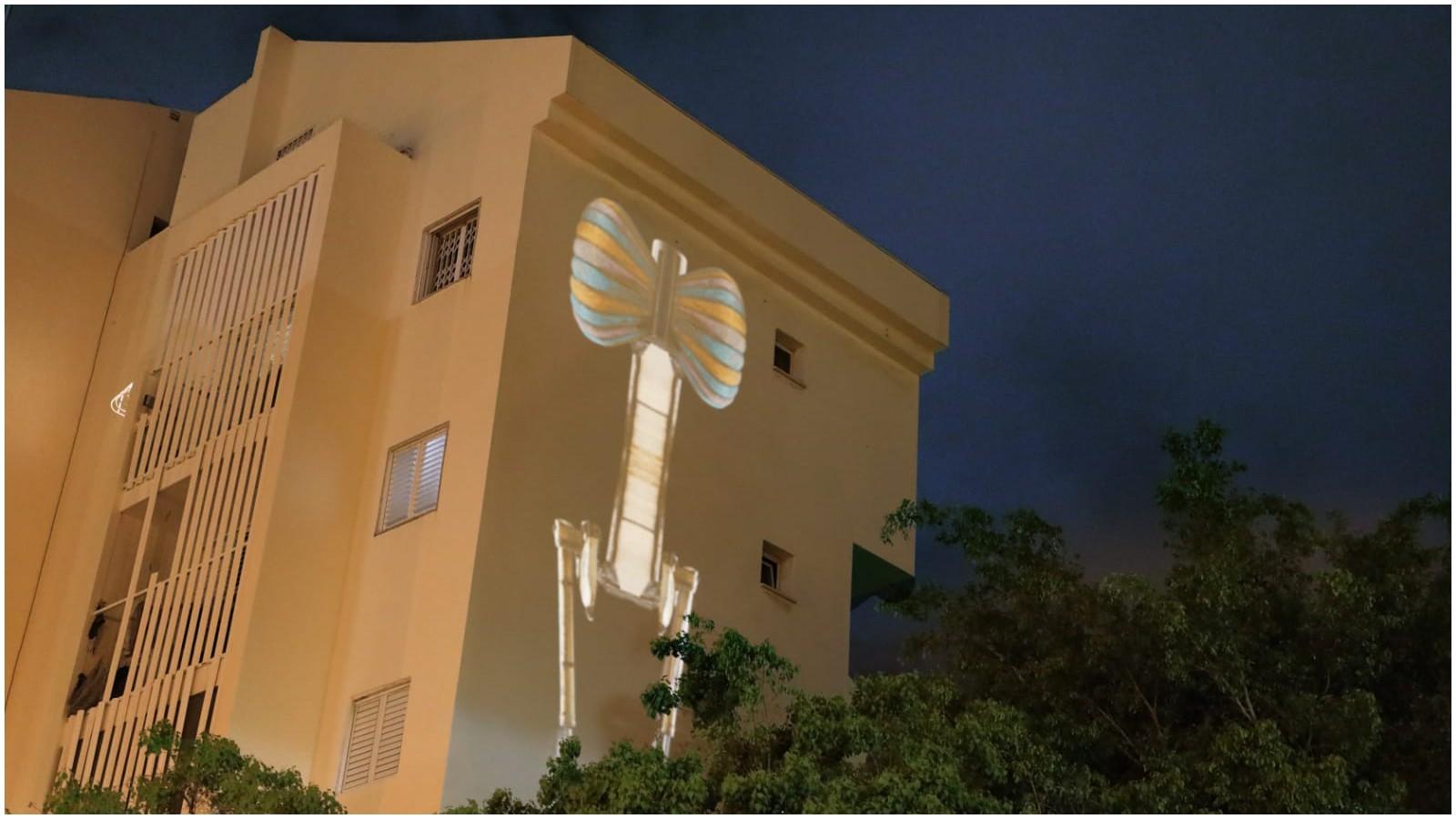 עבודת אמנות על קיר בניין בשכונת הדרים. צילום באדיבות חנה מנהיימר
