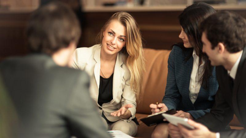 קריאה בקלפים לעסקים: קרן ליבנה מסבירהShutterstock - SmartPhotoLab