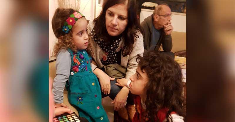 """נורית ז""""ל עם הבנות הדר וזוהר. צילום באדיבות המשפחה"""