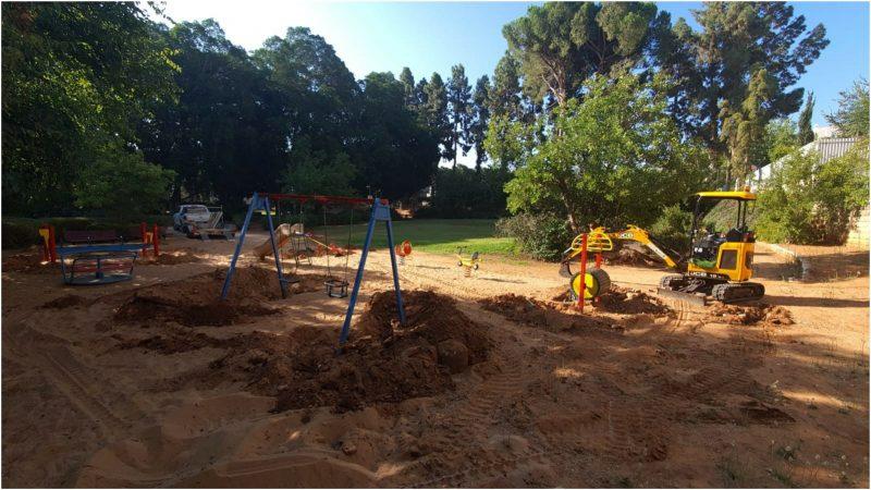 העבודות בגן הזכרון. צילום: עיריית כפר סבא
