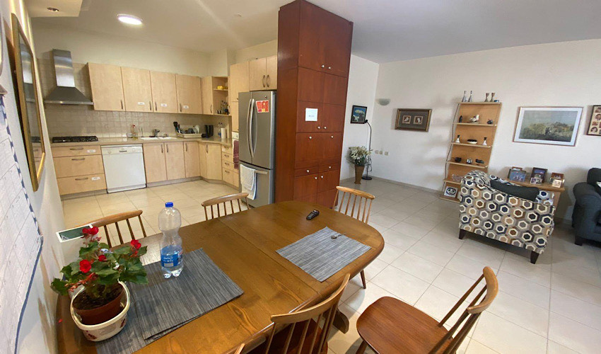 בכמה נמכרה דירת חמישה חדרים בשכונה הירוקה?